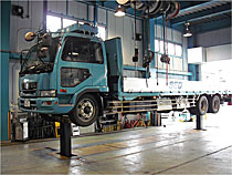 Large vehicle lifter